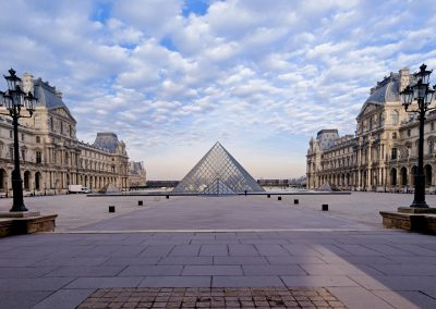 Pyramide (le Louvres)_